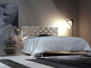 Intreccio, Cama de metal, un patrón de tejido de cabecera tapizada