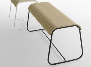 Lineo B/VS, Banco con estructura de acero y asiento de madera
