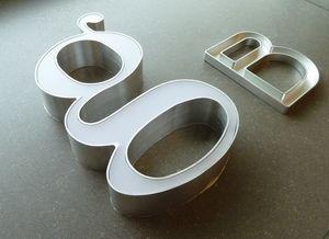Letrero encendido en aluminio, Carteles de chapa y placas de metal para tiendas y zonas comunes