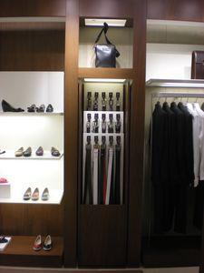 Pantalla a medida para tienda de ropa, Elementos metálicos para tiendas