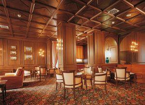 Regency Hotel Hall, Muebles a medida para el hotel, paneles de madera