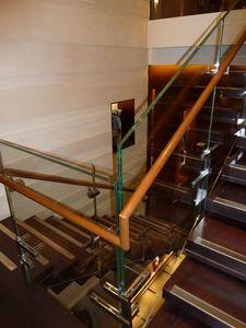 Escaleras de acero inoxidable pulido, Construcción e instalación de la escalera de salas de exhibición y hoteles