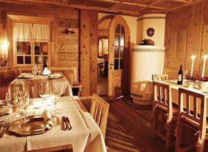 Wood room, Mobiliario para hoteles de estilo rústico, por encargo