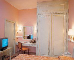 Hotel Residence Romana, Muebles para la habitación de hotel, cama, armario, escritorio con espejo, soporte de la TV