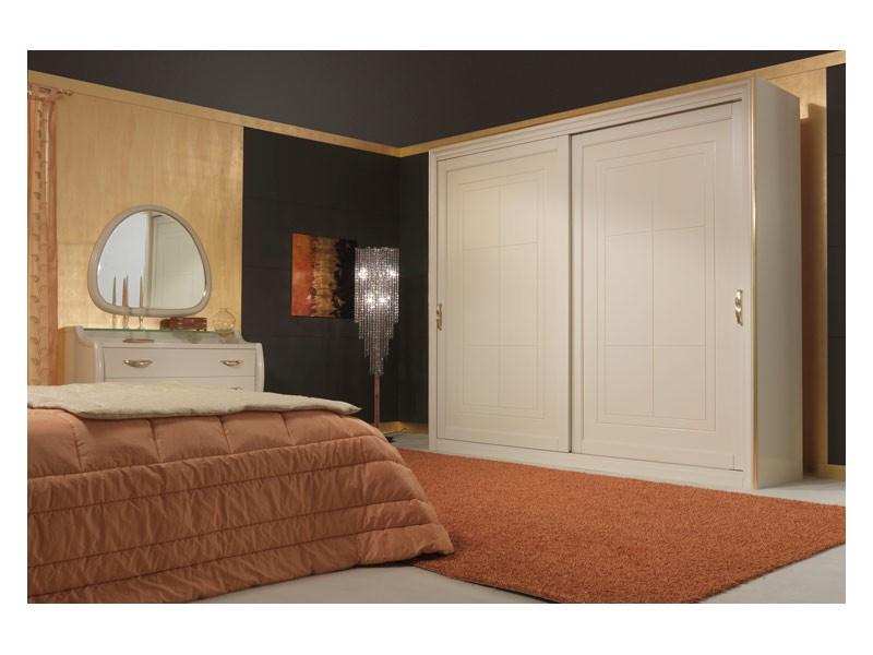 Art. 2010-I Wardrobe, Armario con puertas correderas, detalles de la hoja de oro