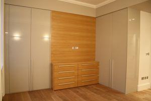 Armario para dormitorio 01, Armario adaptado a la habitación, para hacer el mejor uso del espacio