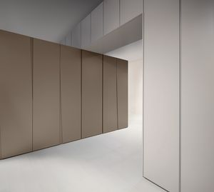 SIPARIO comp.03, Armario con puertas batientes delgada, con un estilo sobrio