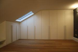 Armario para habitaciones bajo techo 01, Armarios para mansarda, hechos a medida