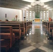 Ecclesia, Banco moderno de madera maciza para las iglesias