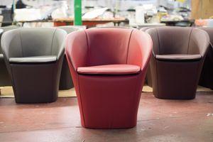 Farra, Moderno sillón, en cuero cubierto