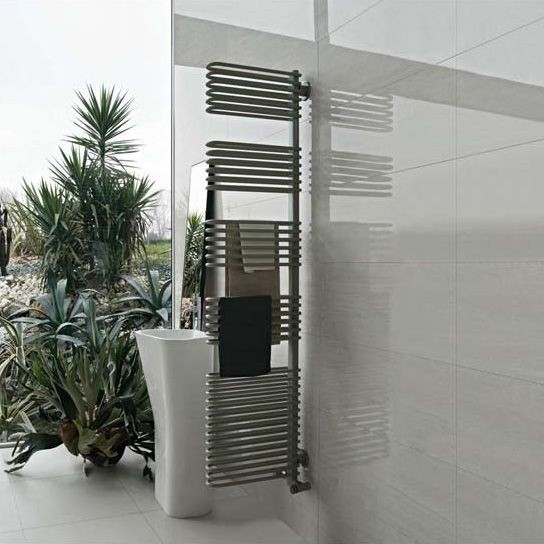 Totem, Toallero radiador, que se puede utilizar como un divisor de baño