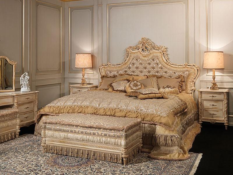 Art. 2001 bed, Cama de estilo clásico, cabecera tapizada en seda, talladas a mano