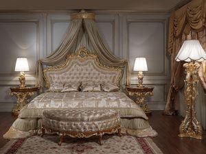 Art. 2012 Dormitorio, Cama clásica, cabecera tallada y dorada, relleno capitonné