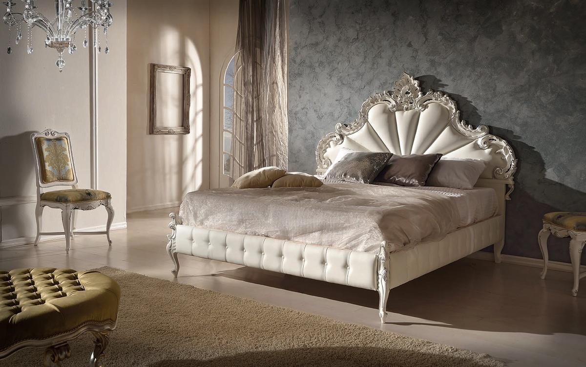 Cama tallada de madera con el marco de la cama tapizado | IDFdesign