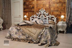 Letizia cama, Cama con una hermosa cabecera tallada