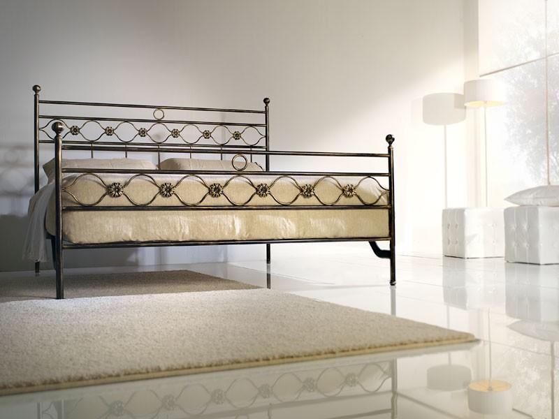 Double bed Incanto, Cama doble de hierro con decoraciones clásicas