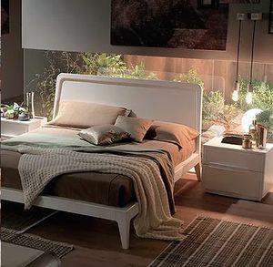 Simple, Cama de madera con un diseño esencial