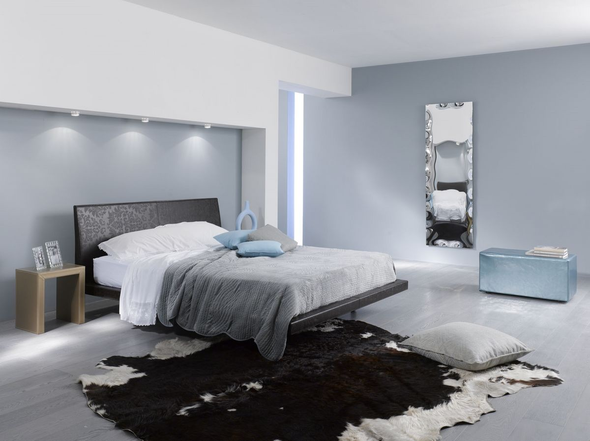 Cama de cuero con l neas limpias ideal para dormitorios - Camas de cuero ...