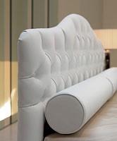 Ariel, Cama moderna con cabecero tapizado de poliuretano acolchado