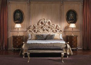 3660 CAMA, Cama con estilo barroco, de habitaciones de lujo, estructura de madera con hojas de acabado de oro recubierto