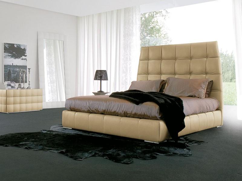 PACIFICO, Cama cubierta de cuero, patas cromadas, para el dormitorio