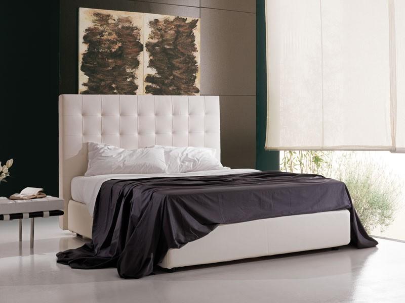 Cama tapizada con cabecera alta contenedor y, de hotel | IDFdesign