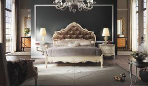 R67 / cama, Cama con preciosas decoraciones artesanales