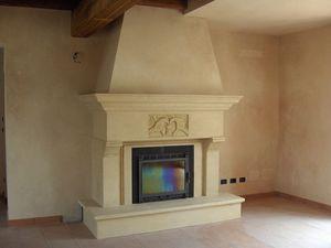 Fireplace Bologna, Estructura realizada en piedra de Vicenza amarilla para chimenea