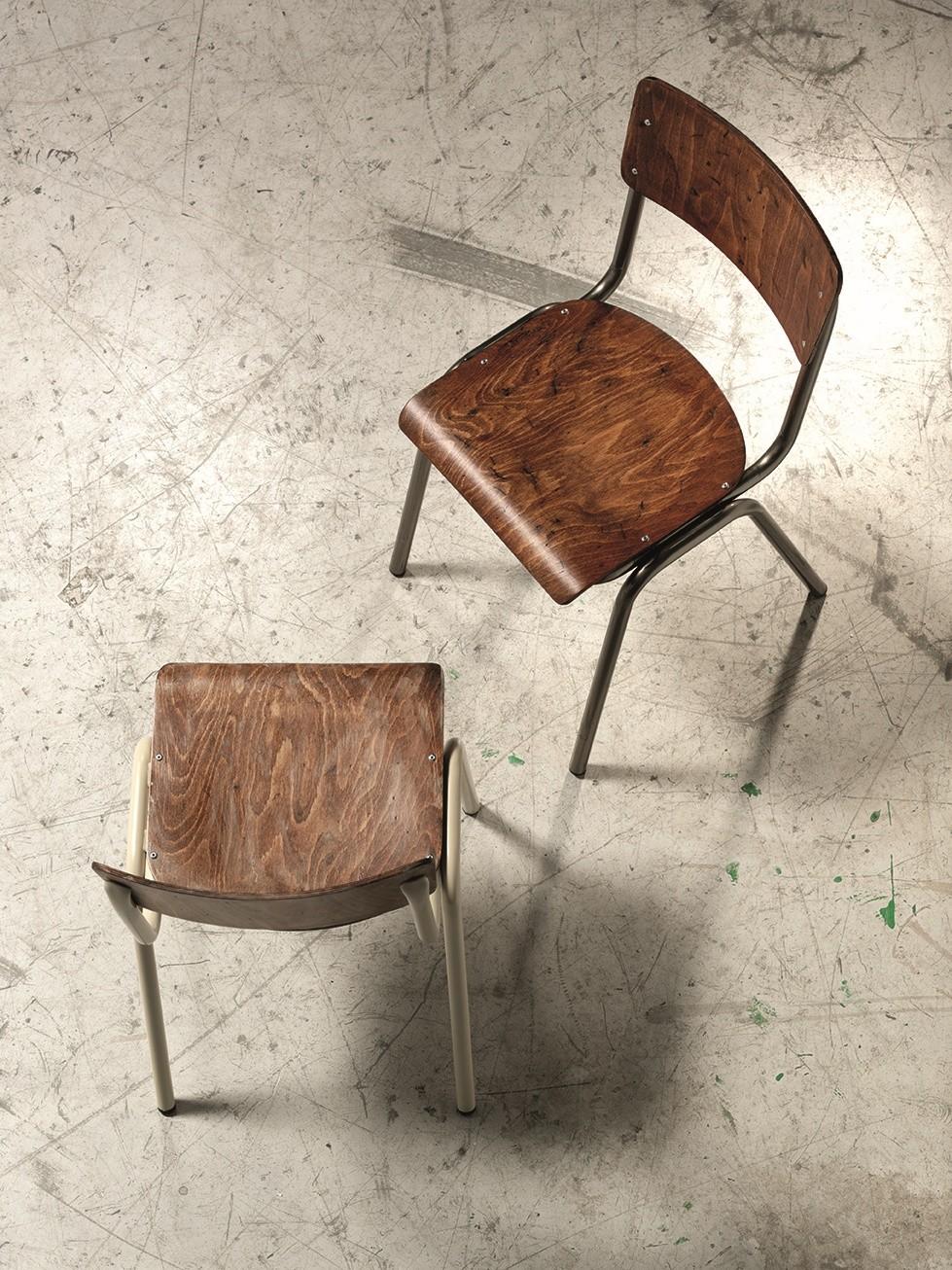 2.06.0, Silla de metal con asiento y respaldo en madera, para las iglesias