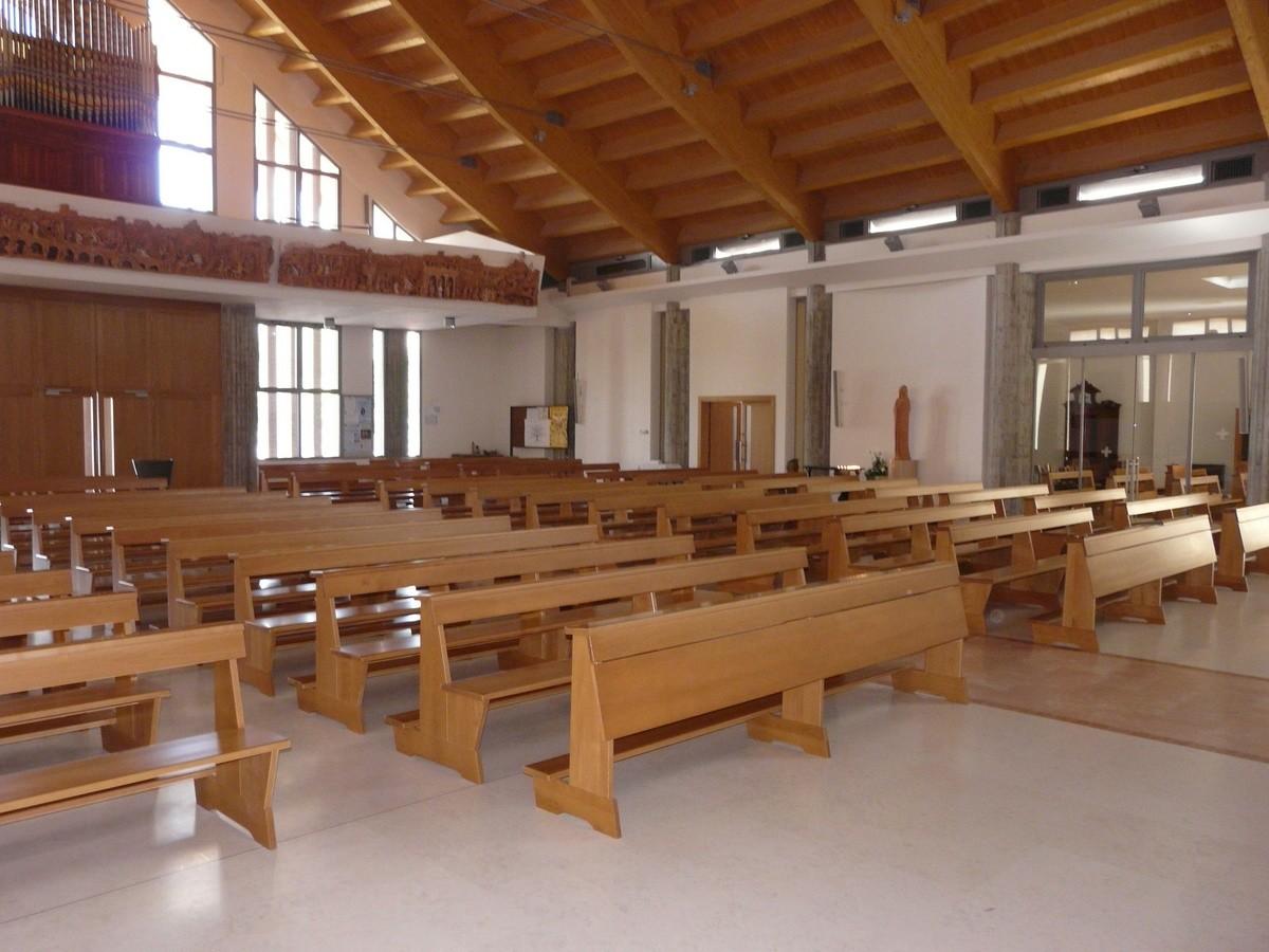 Banco Temple, Banco moderno de madera maciza, para las iglesias