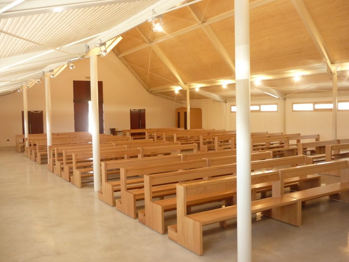 San Gottardo Bench, Banco moderno de madera maciza, para las iglesias