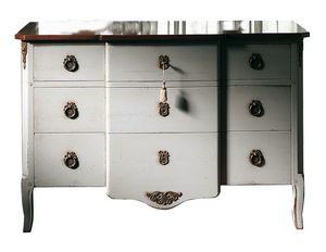 Marseille VS.1041.A, Pecho Nogal, 3 cajones y madera, adornos de latón, de estilo clásico