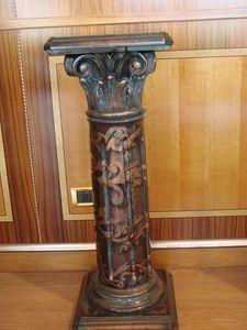 Art. 280, Tallada columna para el hotel, decorado y lacado
