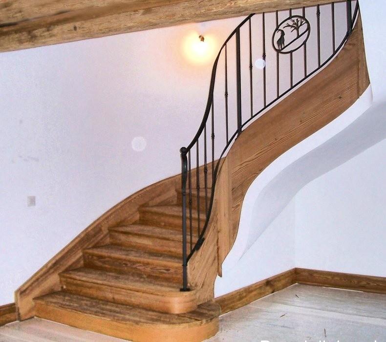 Escaleras de madera y hierro, Hierro y escaleras de madera, de estilo clásico