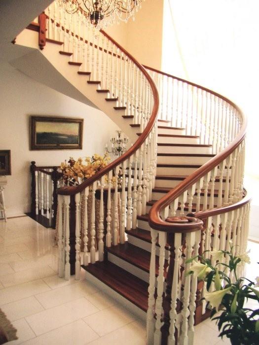 escaleras día, Escaleras de estilo clásico para hoteles elegantes