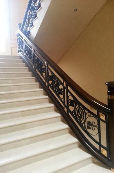 Piedra y madera escaleras, Escaleras en estilo clásico, con varios acabados