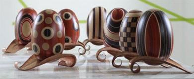 La Vita, Complementos en varias maderas de colores con incrustaciones a mano
