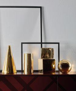 GEOMETRIC, Conos decorativos, esferas y cubos.
