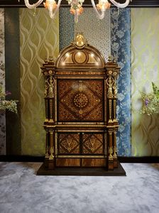 5831, Gabinete de madera de caoba con ricas incrustaciones.