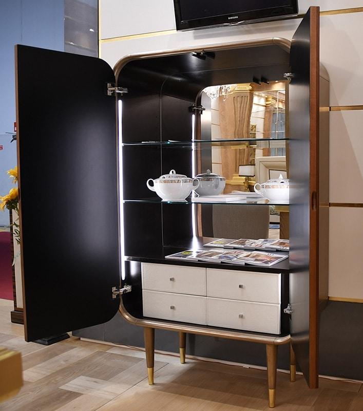 Bent cabinet, Armario con cajones y estanterías internas.