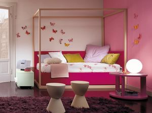 Boxer 4004, Dormitorio infantil con cama con dosel.