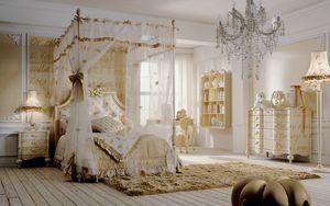 Romeo, Dormitorio con cama con dosel, decoraciones doradas