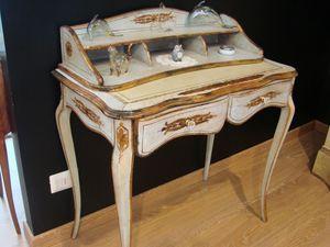Art. 821, Clásico escritorio de nogal para el hogar, con incrustaciones