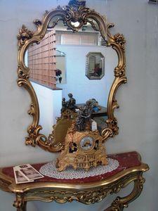 Art. 155, Espejo con marco de madera tallada