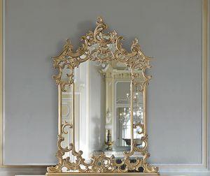 ART. 2950, Espejo clásico con cornire e incrustaciones.