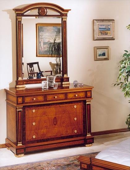 IMPERO / Mirror, Espejo con marco de madera tallada, de estilo clásico
