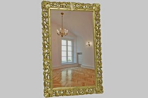 Nevada, Espejo con marco de pan de oro tallado