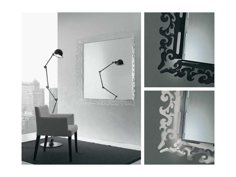 k199 mirror, Espejo con marco decorado en plexiglás