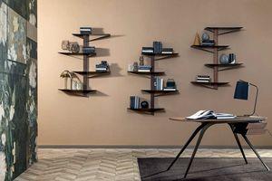ALBATROS  libreria, Librería con estantes en metal pintado y estructura de madera.