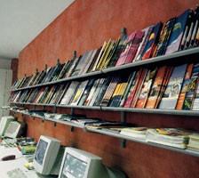 Socrate wall display units, Muro estanterías para bibliotecas, quioscos y tiendas